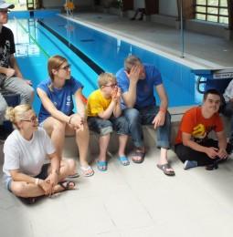 Úszóverseny az elfogadás jegyében