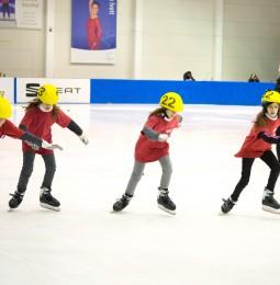 Jégen versenyeztek a görkorcsolyázók Abu Dhabira!